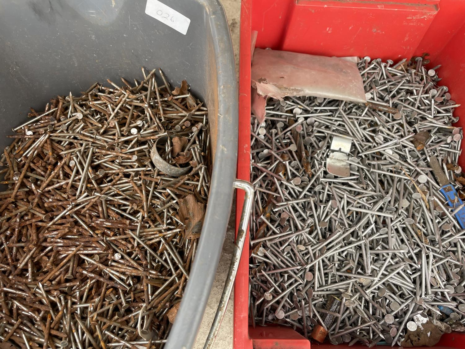 A LARGE QUANTITY OF NAILS - Image 3 of 4