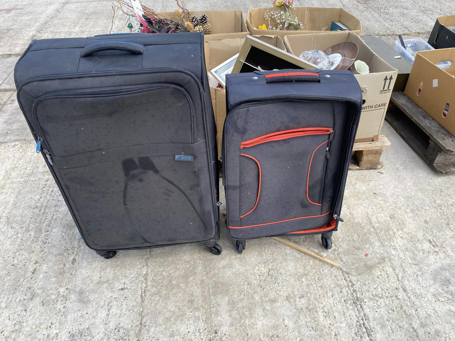 AN ASSORTMENT OF HOUSEHOLD CLEARANCE ITEMS TO INCLUDE SUITCASES, CERAMICS AND PRINTS ETC - Image 2 of 4