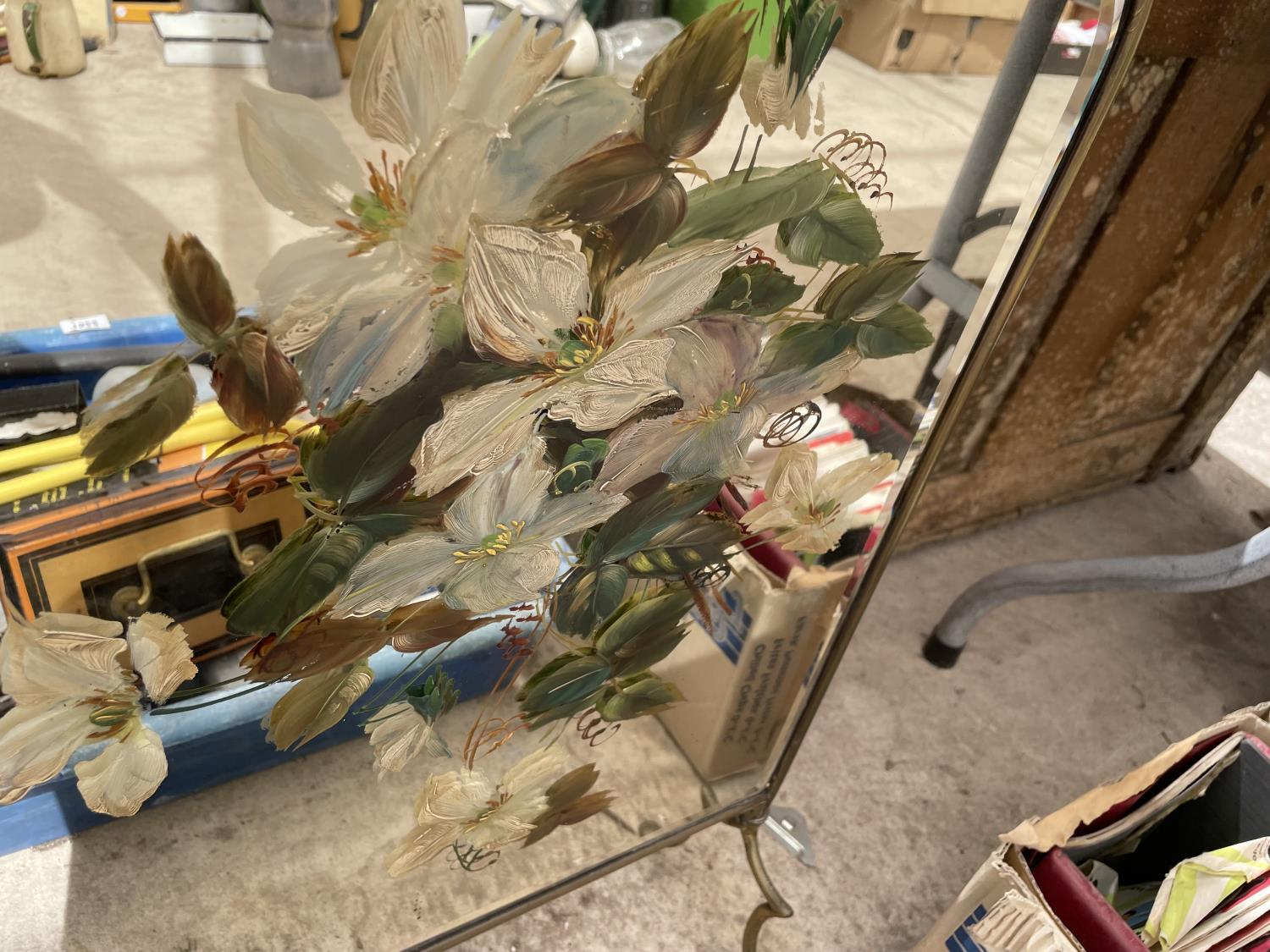 A GILT FRAMED MIRRORED FIRE SCREEN - Image 3 of 4