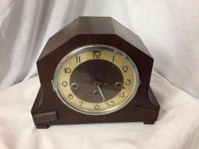 A WOODEN MANTEL CLOCK. H.22CM