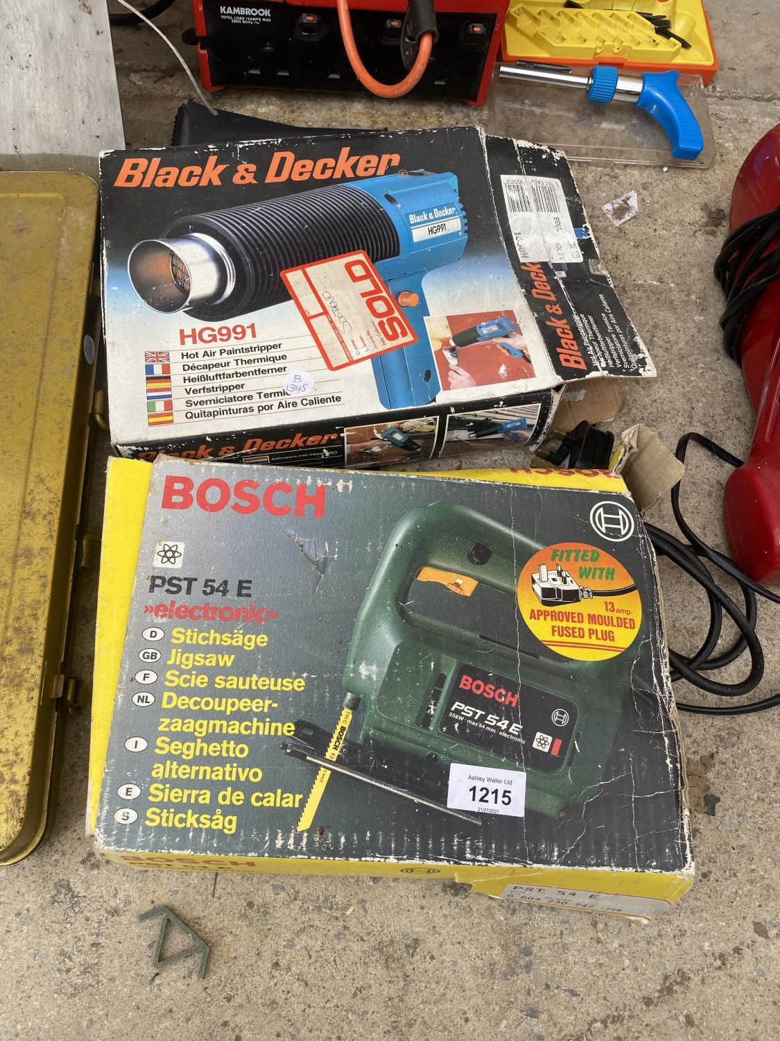 AN ASSORTMENT OF TOOLS TO INCLUDE A HEAT GUN, JIGSAW AND A SPADE AND FORK ETC - Image 2 of 5