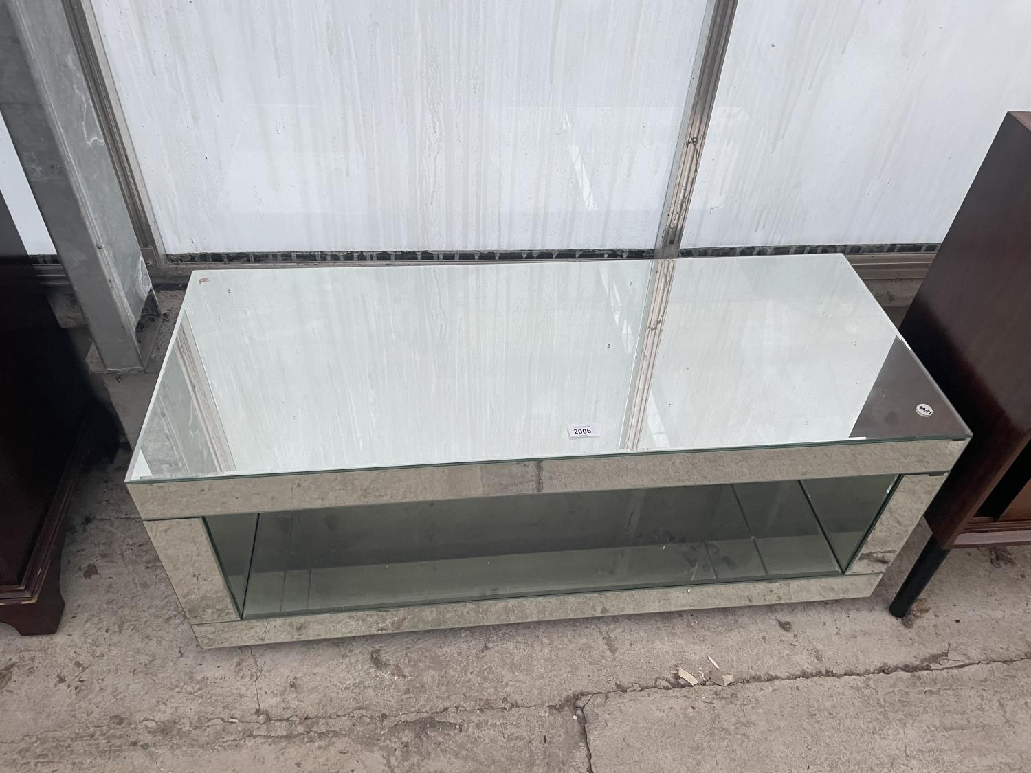 """A MODERN MIRRORED COFFEE TABLE, 39"""" WIDE"""