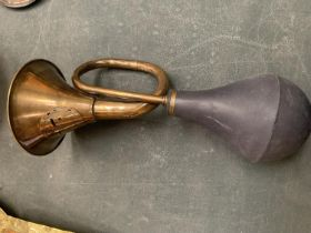 A BRASS VINTAGE STYLE TAXI HORN