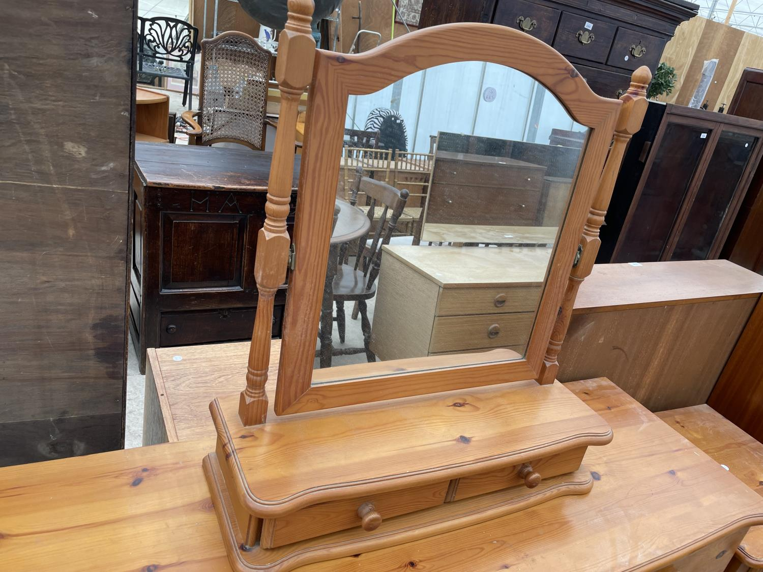 A MODERN PINE DRESSING TABLE WITH MIRROR, STOOL AND TWO BEDSIDE TABLES - Image 3 of 7