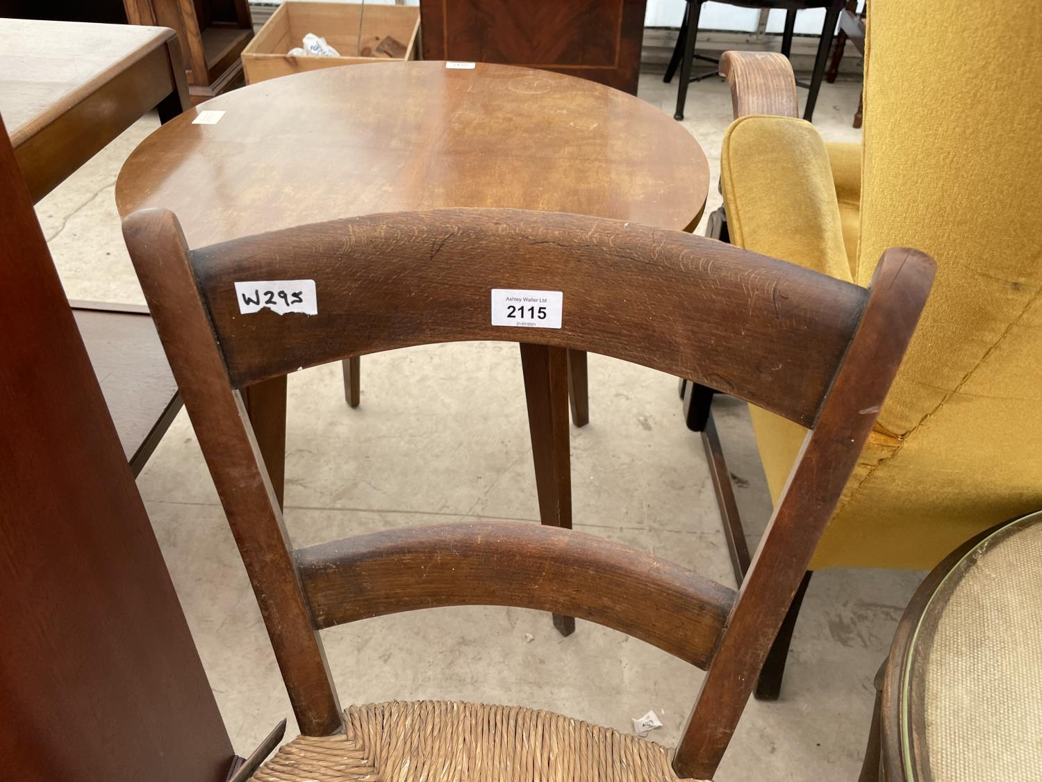 A CHILD'S RUSH SEATED OAK CHAIR - Image 2 of 3