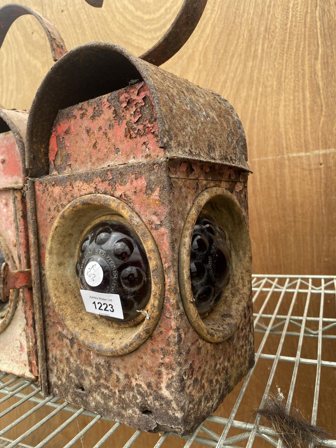 A PAIR OF VINTAGE ROAD LAMPS - Image 3 of 6