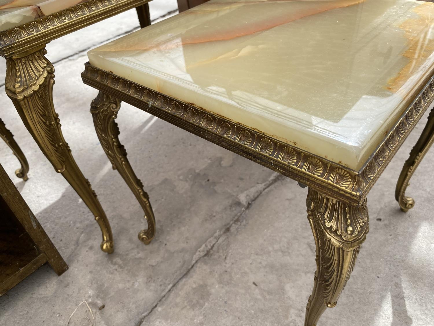 A NEST OF TWO ONYX TABLES - Image 3 of 3