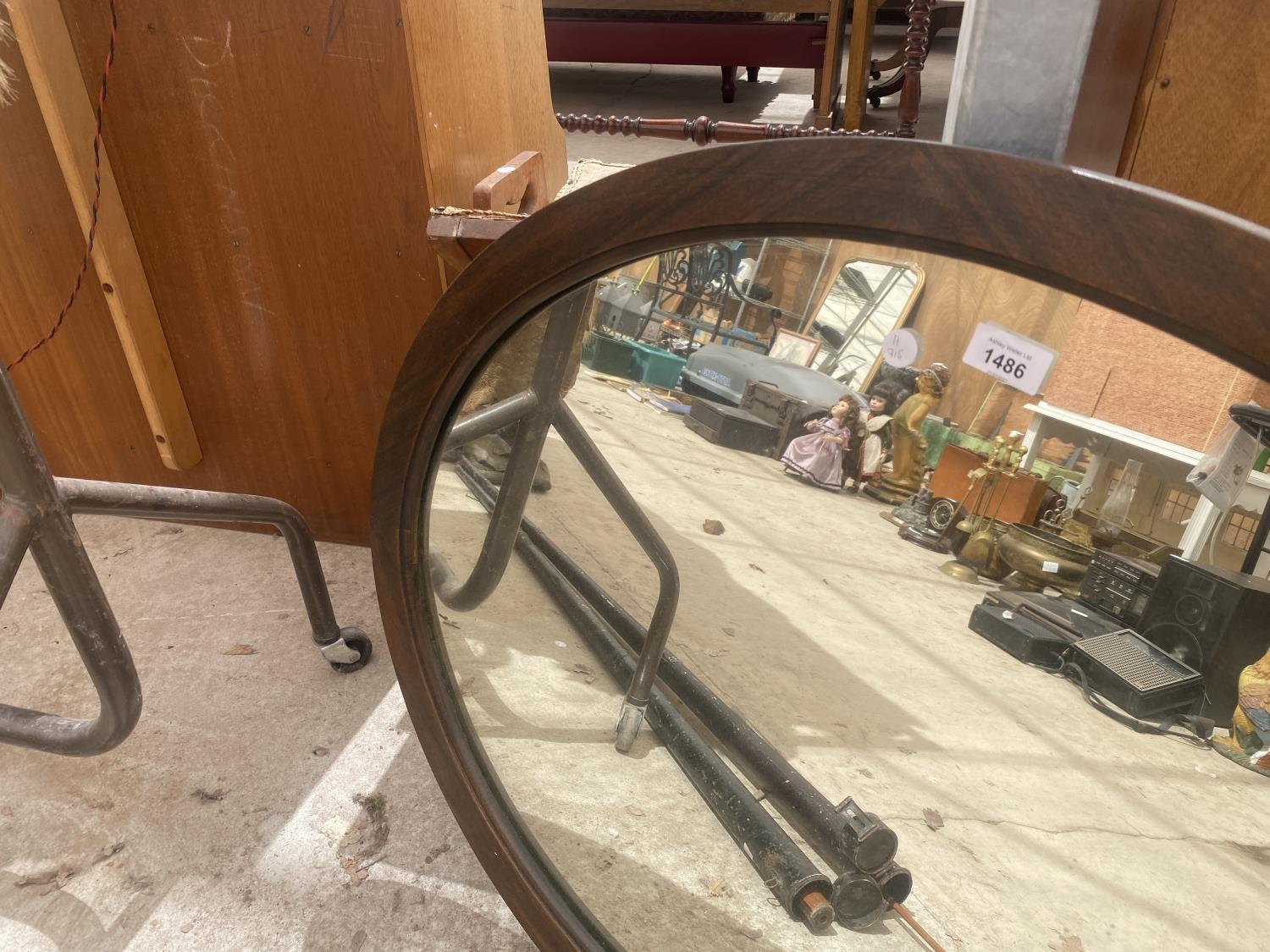 A WOODEN FRAMED OVAL MIRROR - Image 3 of 3