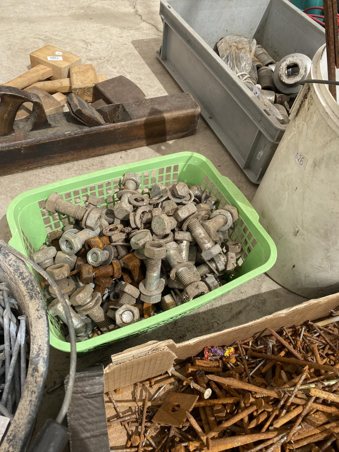 AN ASSORTMENT OF HARDWARE TO INCLUDE NAILS AND NUTS AND BOLTS ETC - Image 3 of 5
