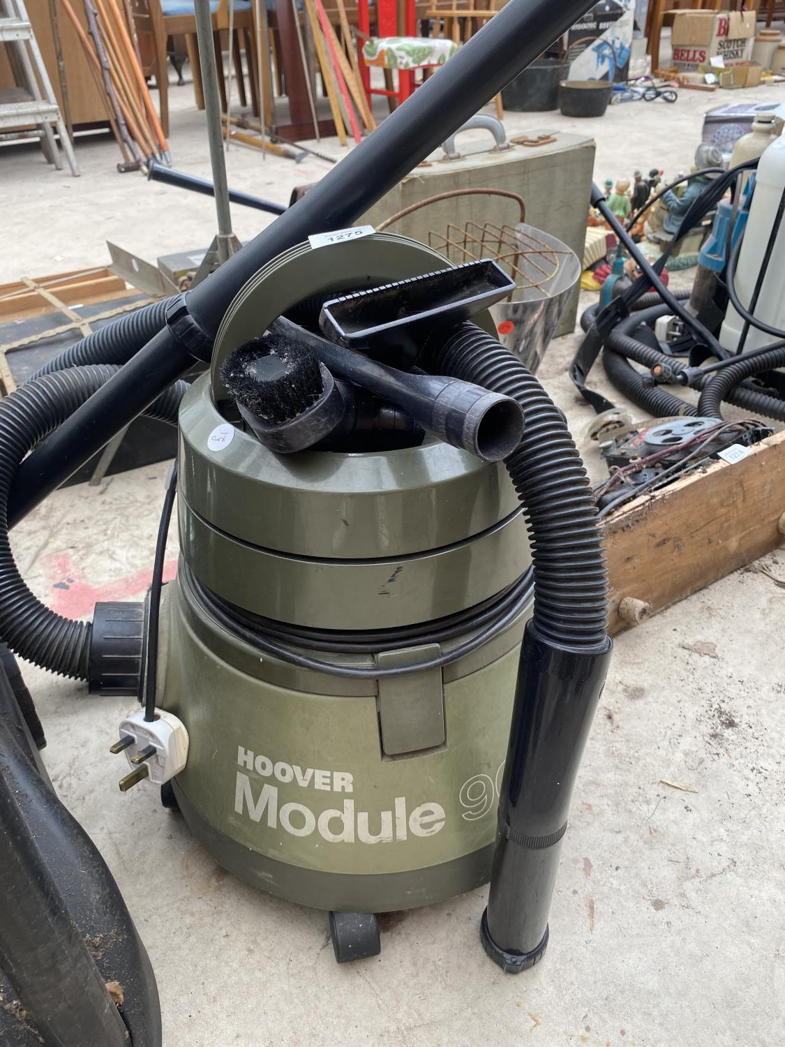 AN OASE VACUUM CLEANER AND A FURTHER HOOVER MODULE 900 - Image 2 of 5
