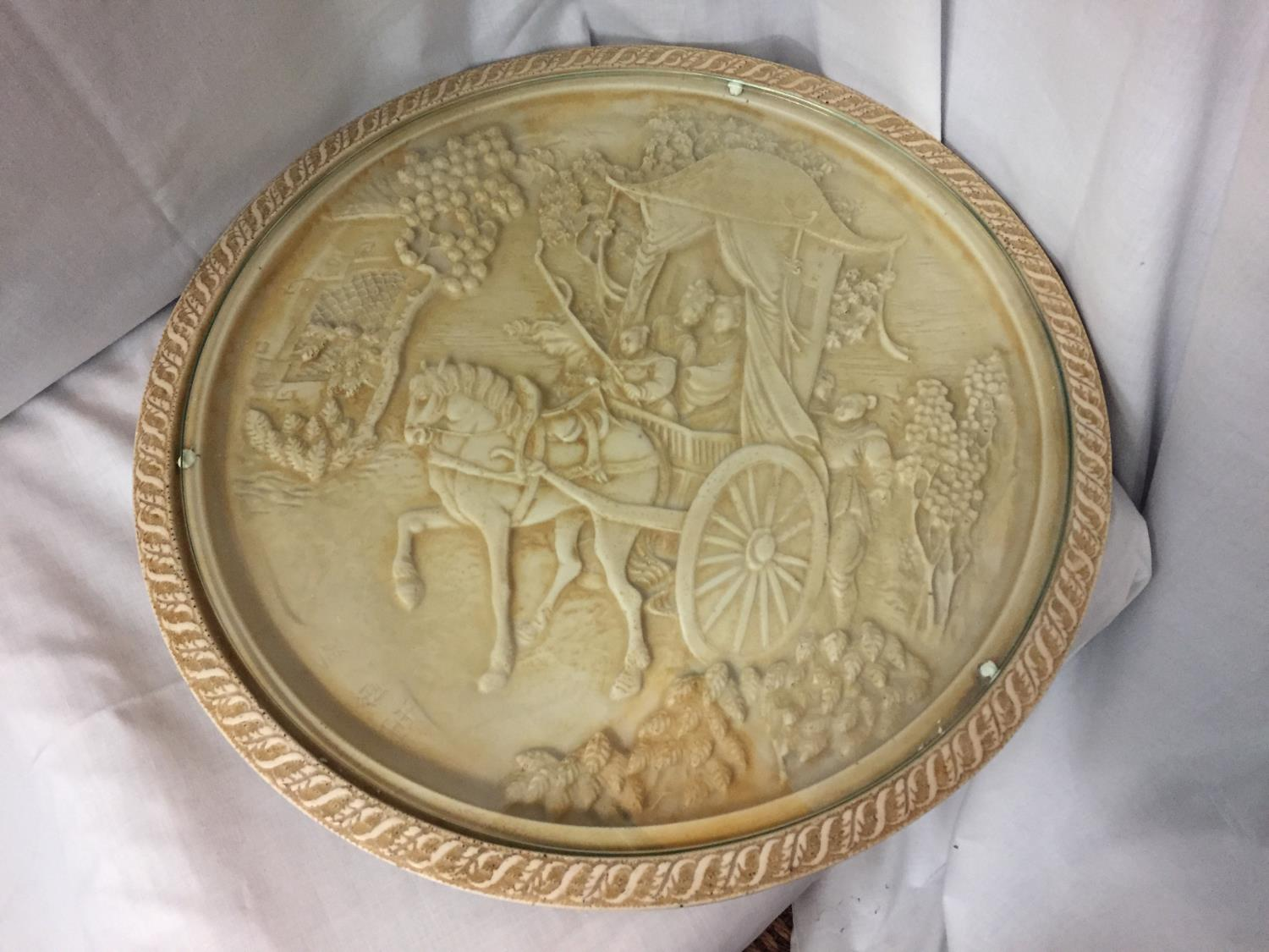 A LARGE CIRCULAR EMBOSSED ORIENTAL WINE TABLE TOP WITH GLASS INSERT CIRCUMFERENCE 44.5CM