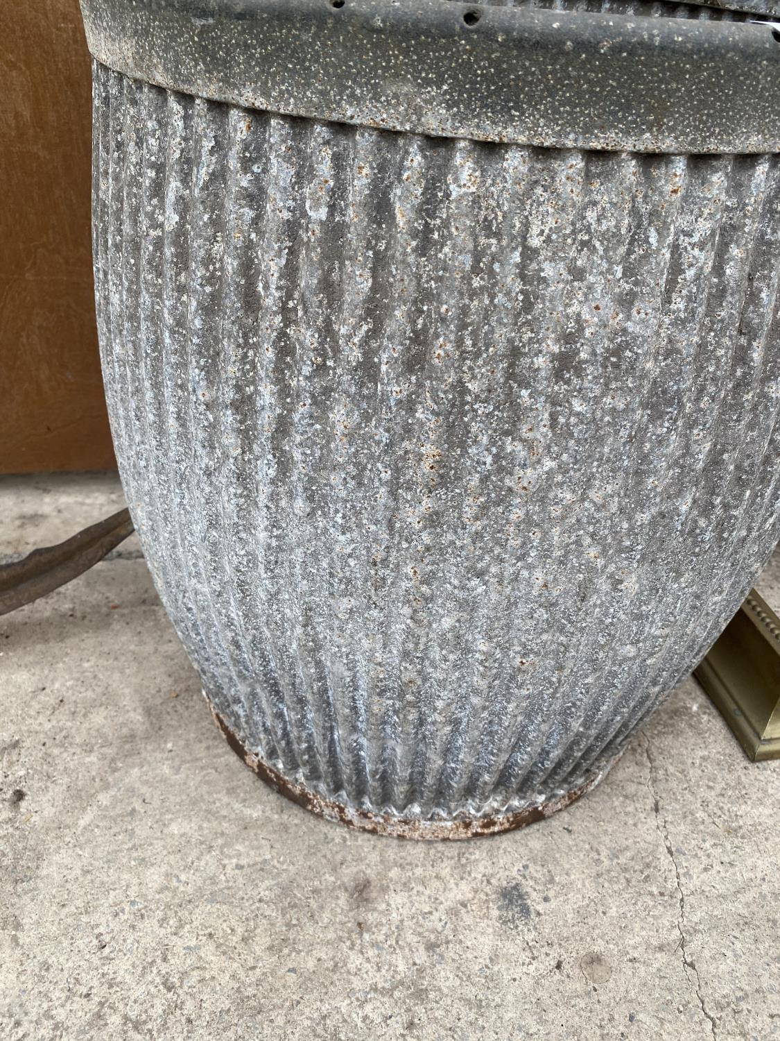 A VINTAGE GALVANISED DOLLY TUB - Image 2 of 4