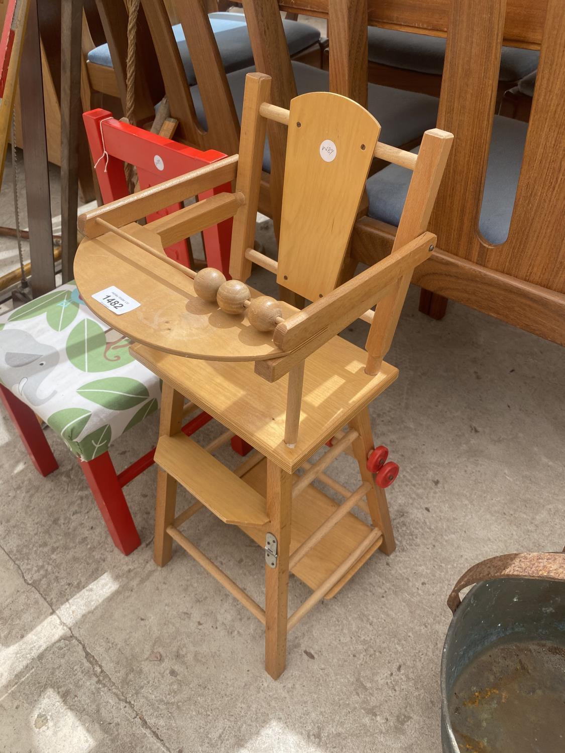 A SMALL DOLLS HIGH CHAIR AND A FURTHER CHILDRENS CHAIR - Image 2 of 3