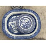 A LARGE BLUE AND WHITE CERAMIC MEAT PLATE AND FURTHER BLUE AND WHITE DINNER PLATES