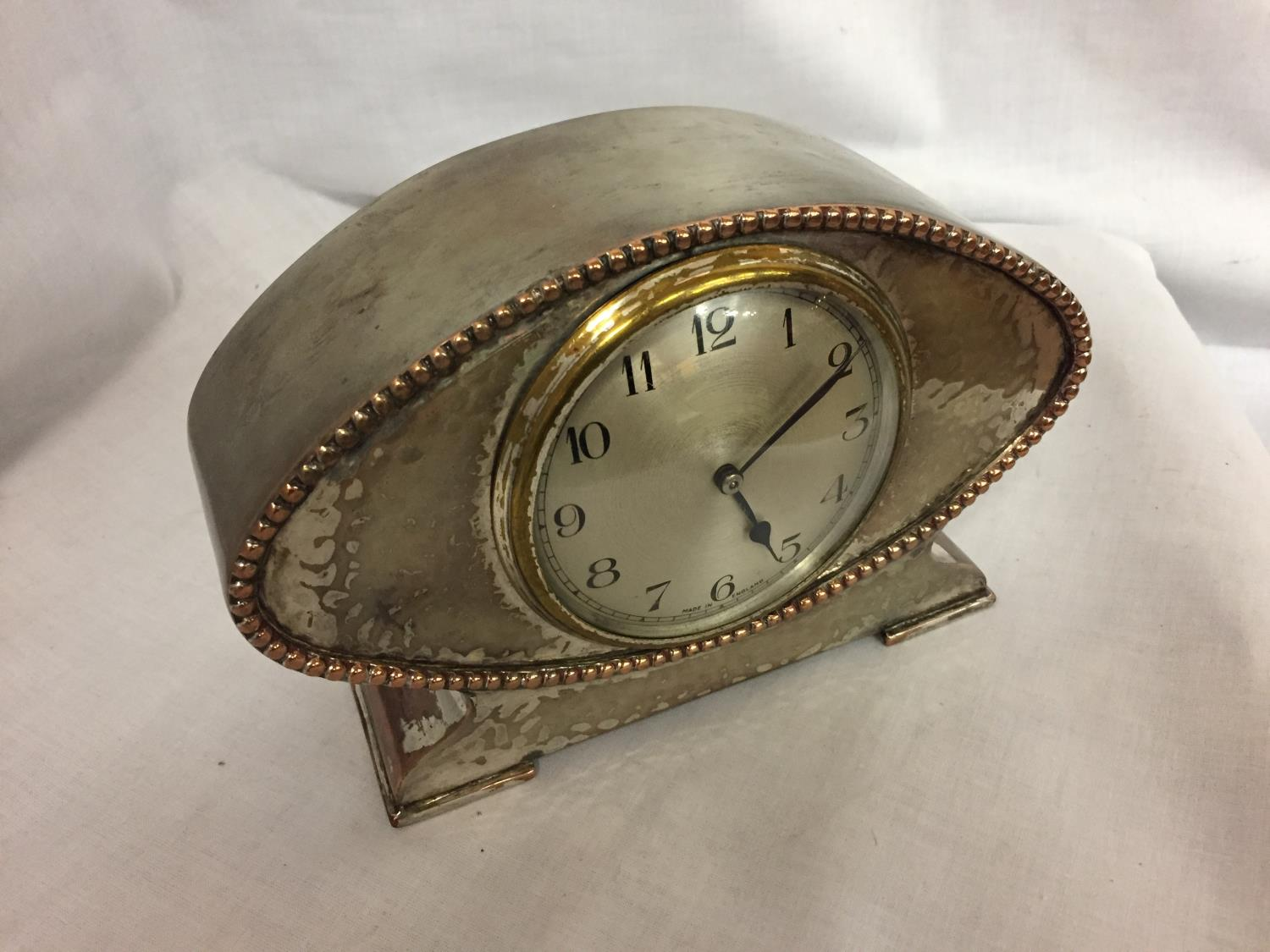 A DECO STYLE WHITE METAL MANTLE CLOCK - Image 2 of 3