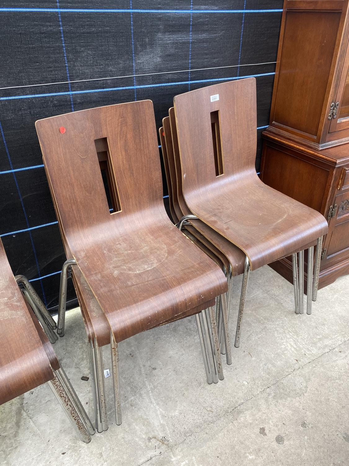 A SET OF TWELVE BENTWOOD STACKING CHAIRS ON TUBULAR CHROME BASES - Image 3 of 3