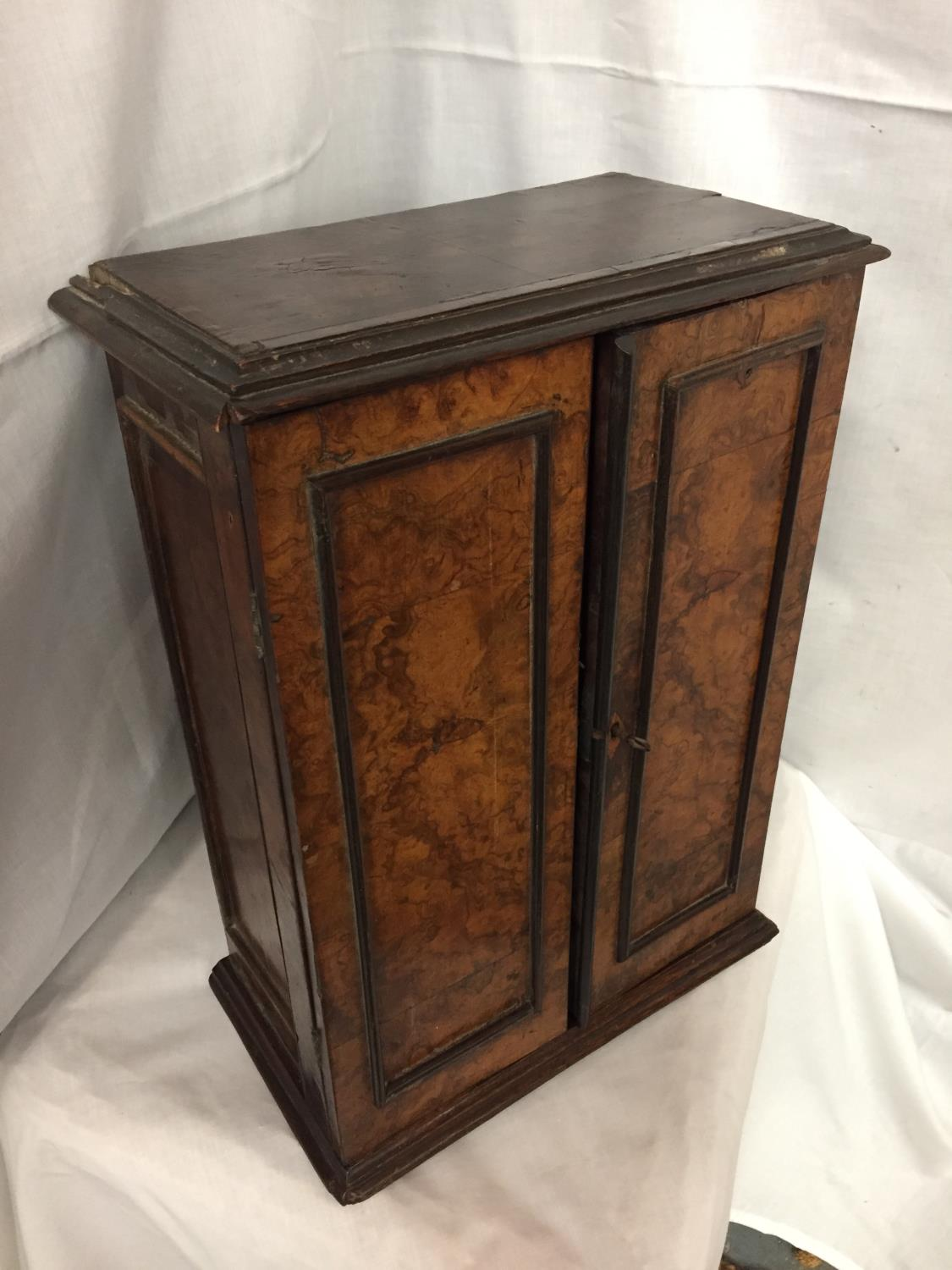 A WALNUT MINATURE CABINET TO INCORPORATE SEVEN DRAWERS 44CM HIGH POSSIBLY A WATCH MAKERS CABINET - Image 2 of 5