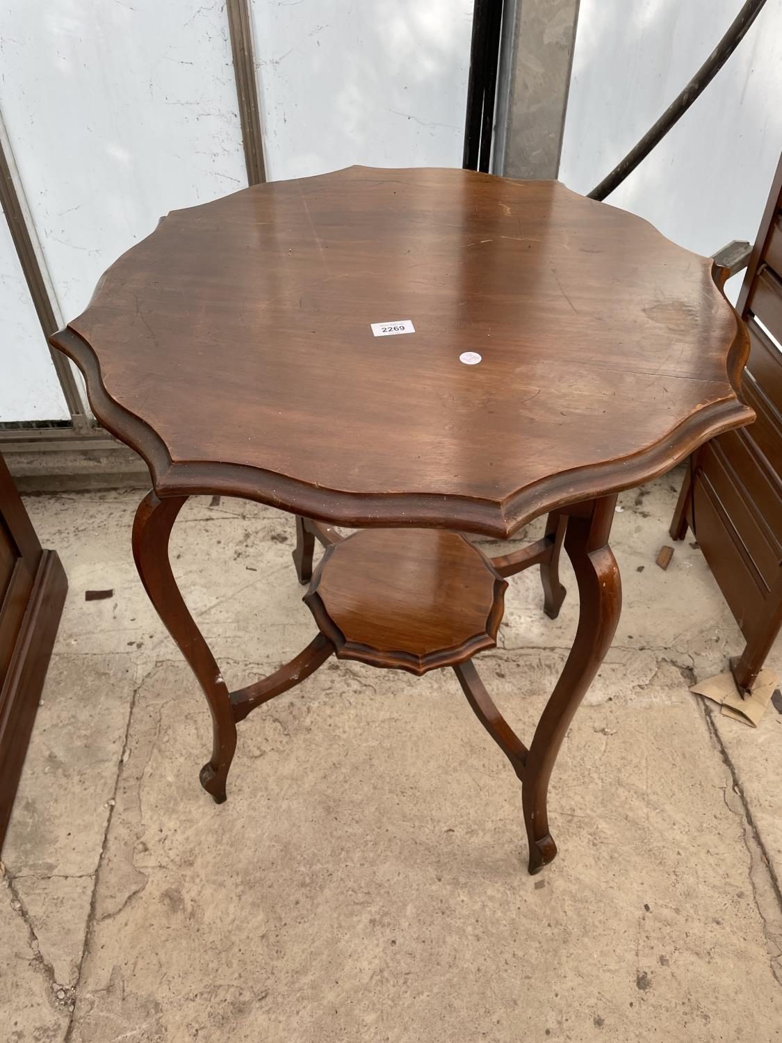 """AN EDWARDIAN MAHOGANY TWO TIER CENTRE TABLE, 26"""" DIAMETER"""