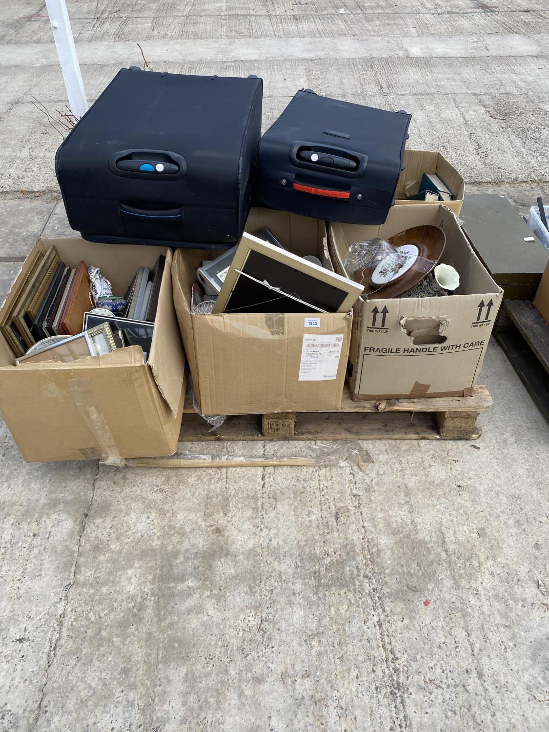 AN ASSORTMENT OF HOUSEHOLD CLEARANCE ITEMS TO INCLUDE SUITCASES, CERAMICS AND PRINTS ETC