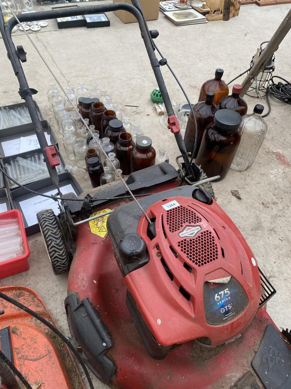 """A TORRO RECYCLER 22"""" LAWN MOWER WITH BRIGGS AND STRATTON PETROL LAWN MOWER - Image 4 of 5"""