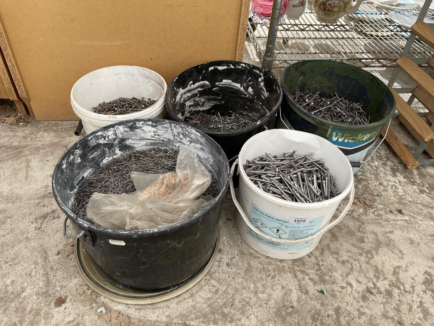 A LARGE QUANTITY OF GALVANISED NAILS