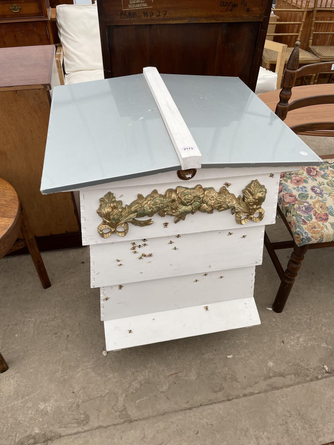 A FOUR TIER WHITE PAINTED FORMER BEEHIVE, DECORATED WITH BEES AND FLOWERS - Image 2 of 4