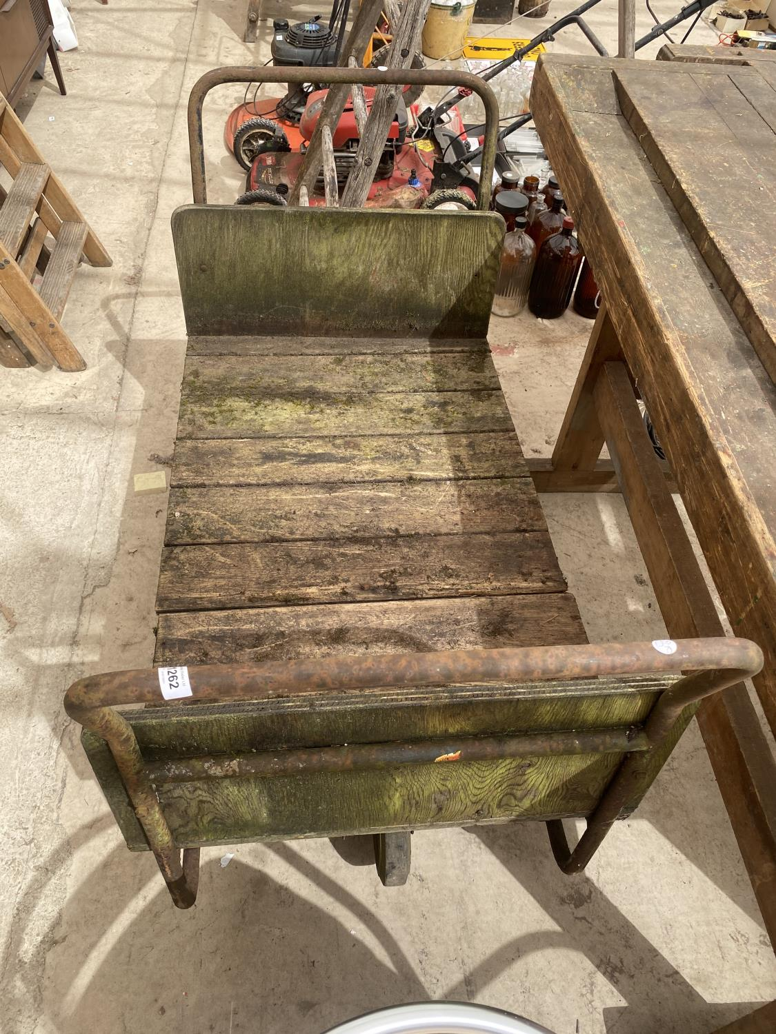 A VINTAGE TWO WHEELED MARKET GARDENERS TROLLEY - Image 2 of 5
