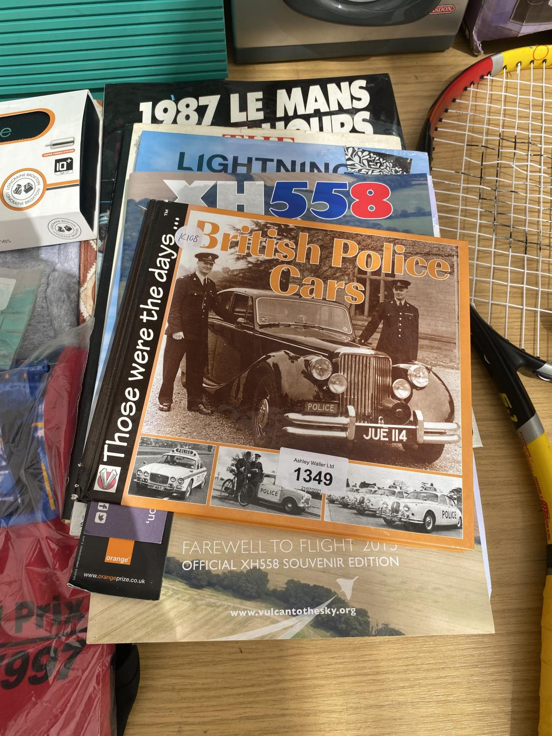 AN ASSORTMENT OF ITEMS TO INCLUDE CAR BOOKS, T SHIRTS AND A PAPER PLANE SET ETC - Image 3 of 4