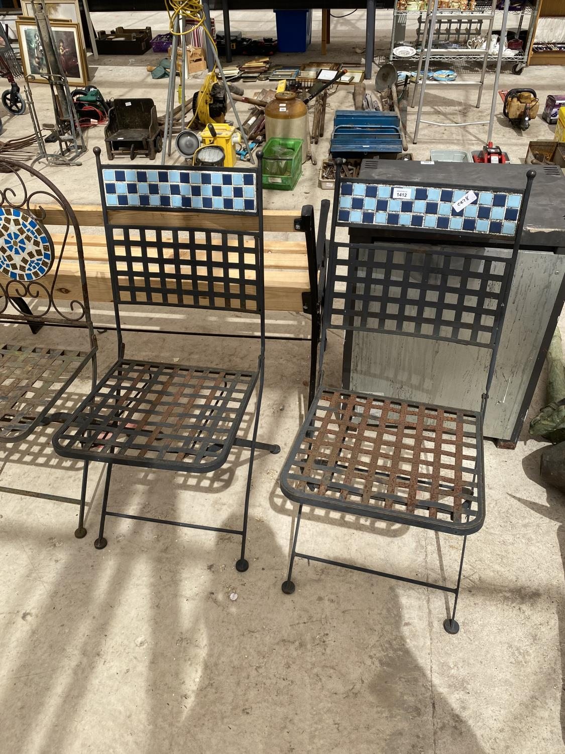 A GROUP OF THREE PAIRS OF FOLDING GARDEN CHAIRS - Image 2 of 4