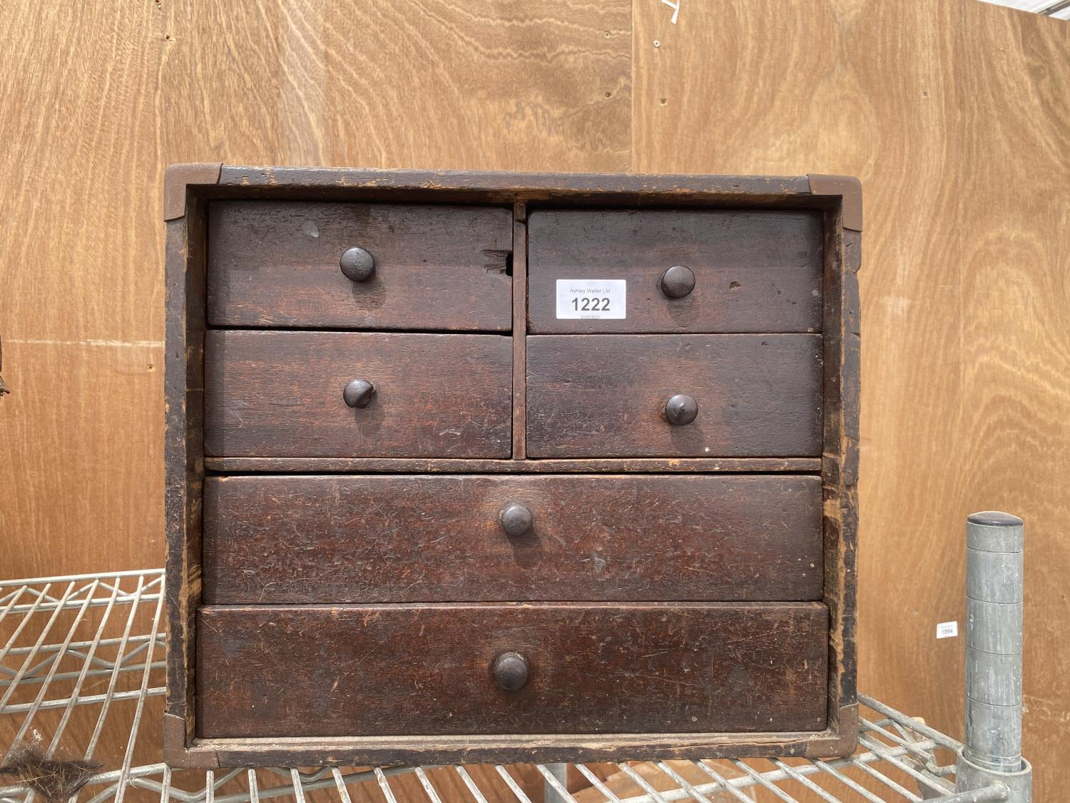 A VINATGE ENGINEERS CHEST ENCLOSING FOUR SHORT AND TWO LONG DRAWERS