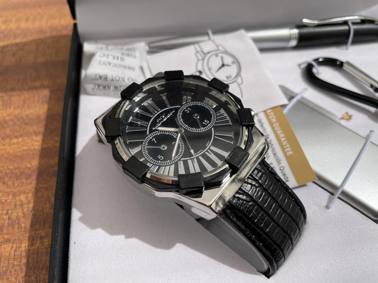 A BOXED NY LONDON WATCH, LIGHTER, PEN AND TORCH SET - Image 3 of 6