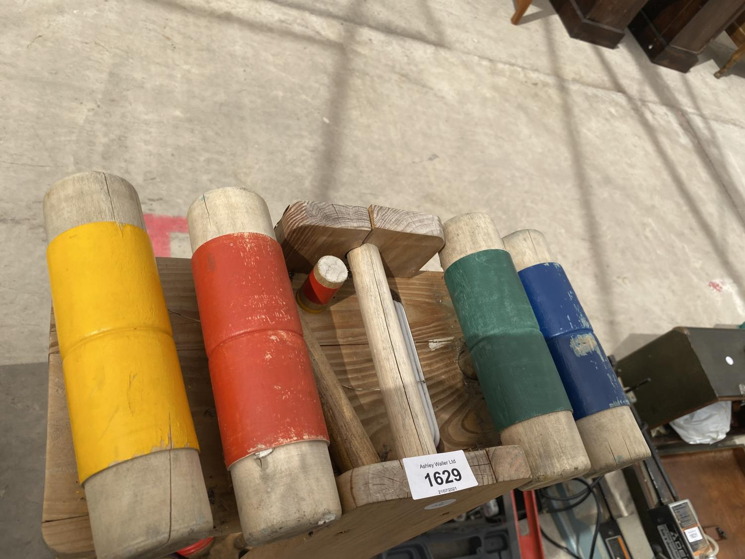 A CROQUET SET (MISSING ONE BALL) - Image 2 of 3