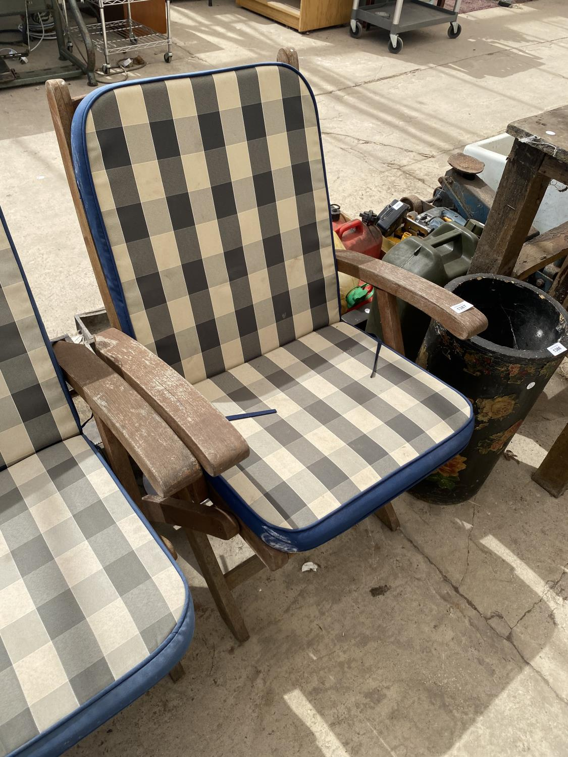 A PAIR OF TEAK FOLDING GARDEN CHAIRS - Image 2 of 3
