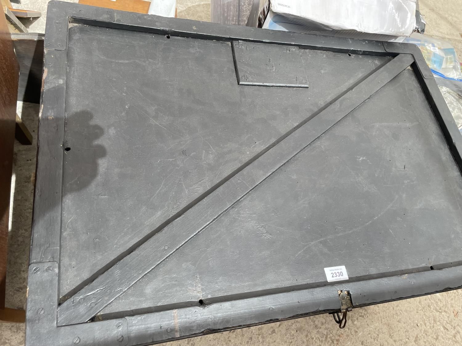 A BLACK STAINED BLANKET CHEST WITH ROPE CARRYING HANDLES, 32' WIDE - Image 2 of 5