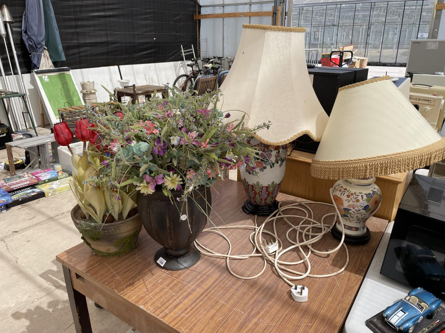 A VASE AND A PLANT POT CONTAINING ARTIFICIAL FLOWERS - Image 2 of 6