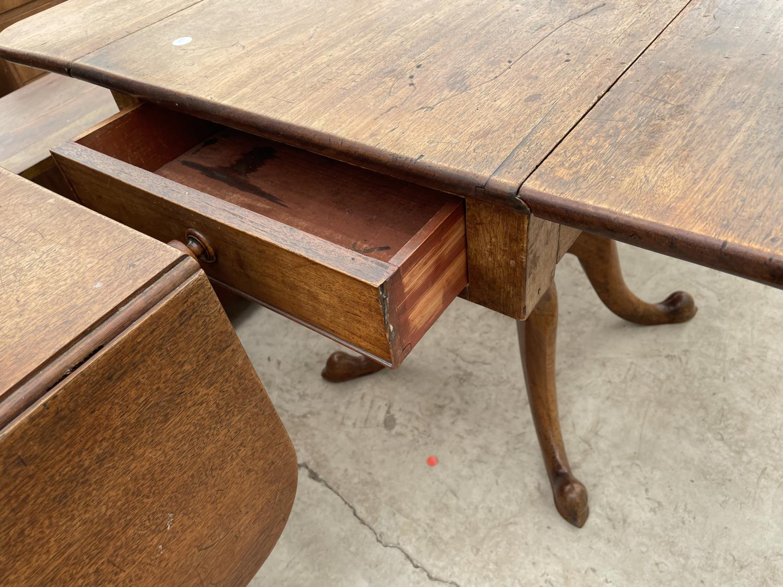 A 19TH CENTURY MAHOGANY DROP-LEAF TABLE ON QUATREFOIL BASE - Image 4 of 5