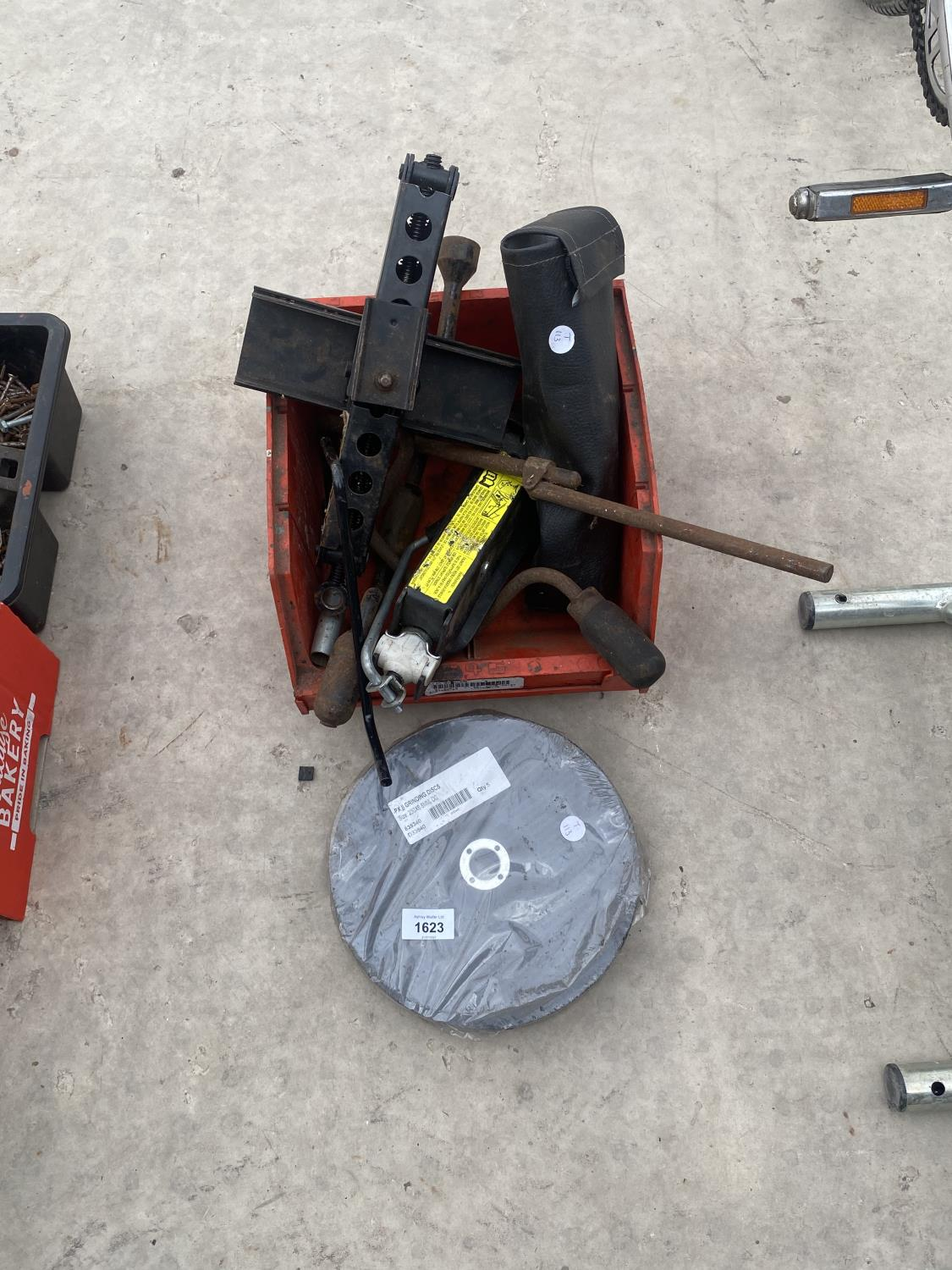 CAR TROLLEY JACKS AND AN ASSORTMENT OF CUTTING DISCS