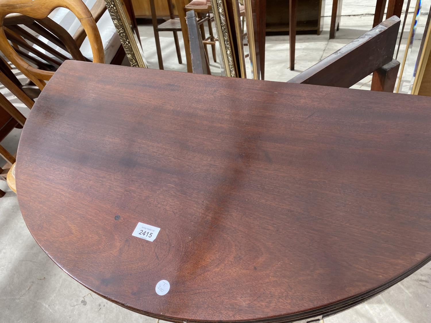 """A GEORGE III MAHOGANY AND INLAID FOLD-OVER TEA TABLE, 35"""" DIAMETER OPENED - Image 2 of 5"""
