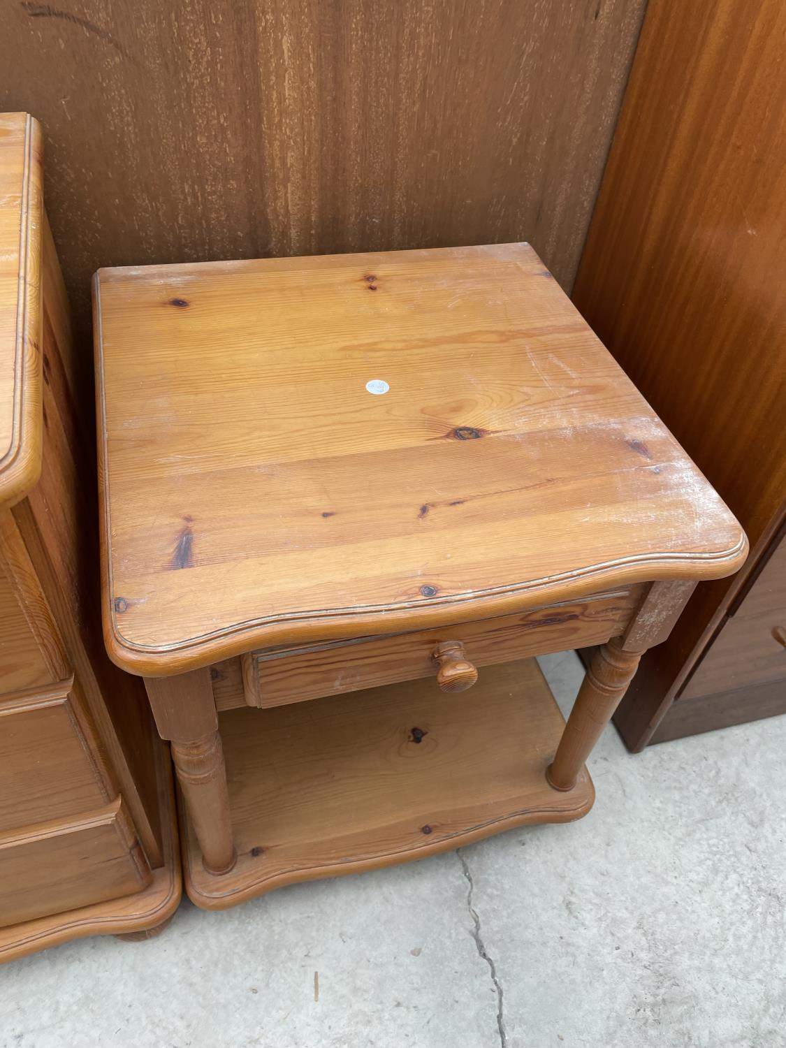 A MODERN PINE DRESSING TABLE WITH MIRROR, STOOL AND TWO BEDSIDE TABLES - Image 7 of 7