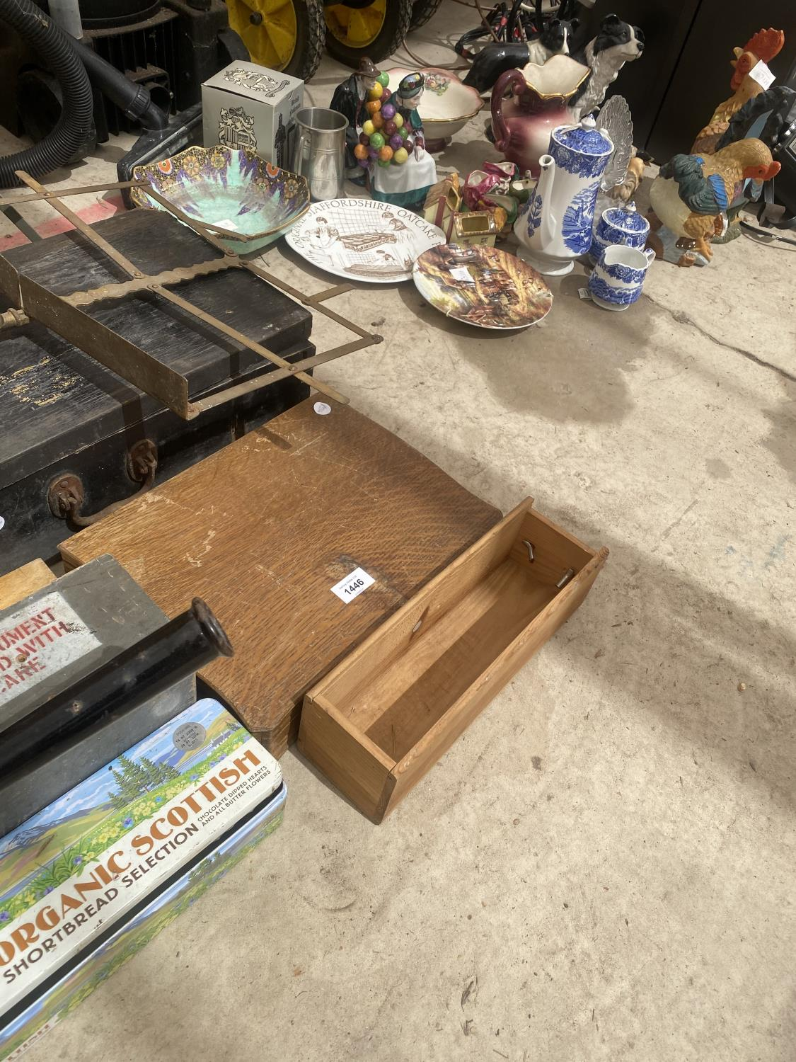AN ASSORTMENT OF ITEMS TO INCLUDE A LARGE PAN, TRAVEL CASES AND TREEN CHESTS ETC - Image 5 of 5
