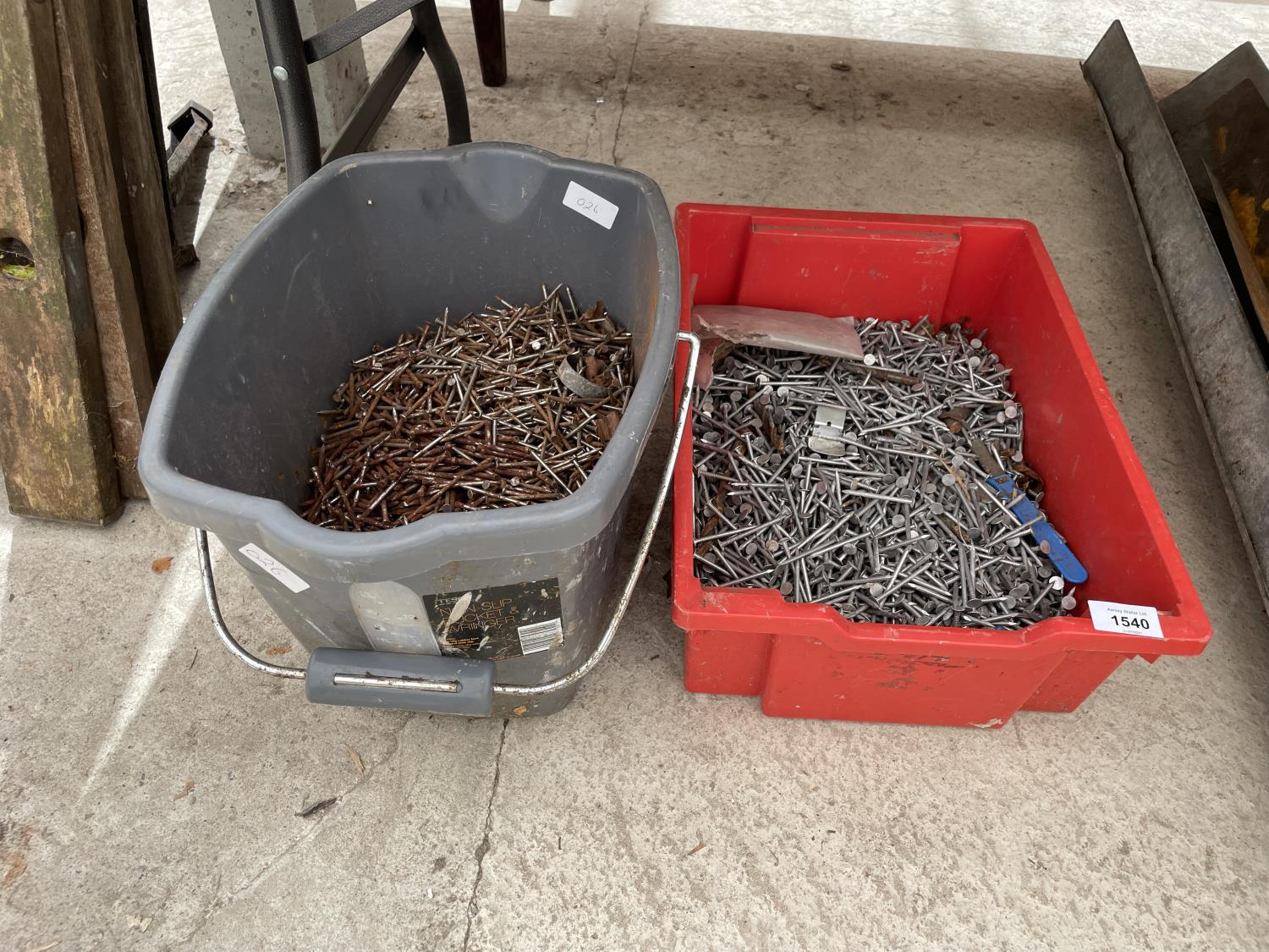 A LARGE QUANTITY OF NAILS