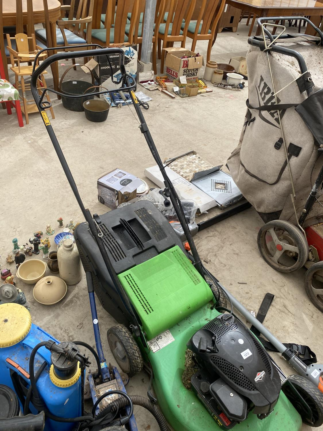 A FLORA BEST LAWN MOWER WITH GRASS BOX AND BRIGGS AND STRATTON PETROL ENGINE - Image 5 of 5