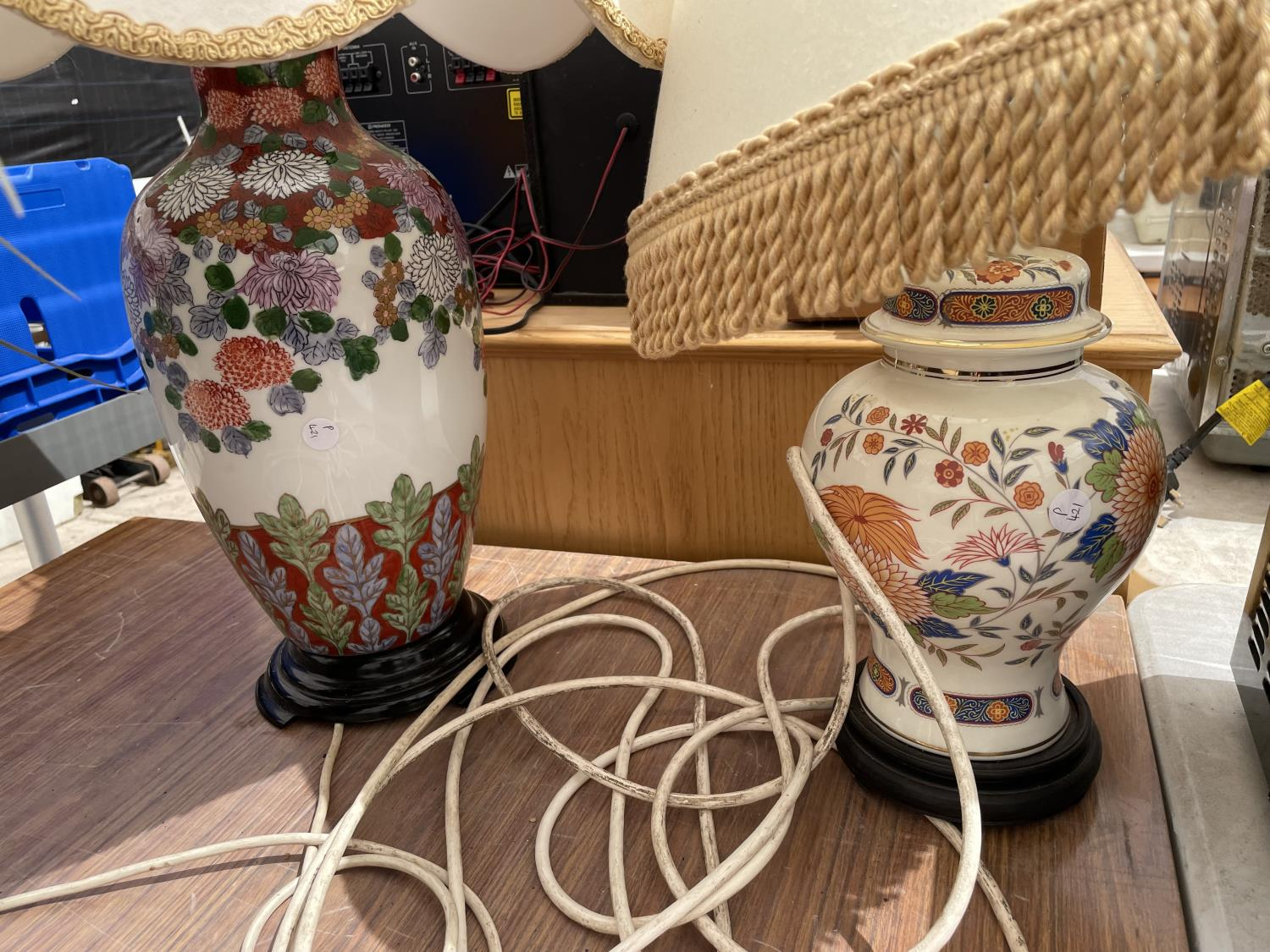 A VASE AND A PLANT POT CONTAINING ARTIFICIAL FLOWERS - Image 3 of 6