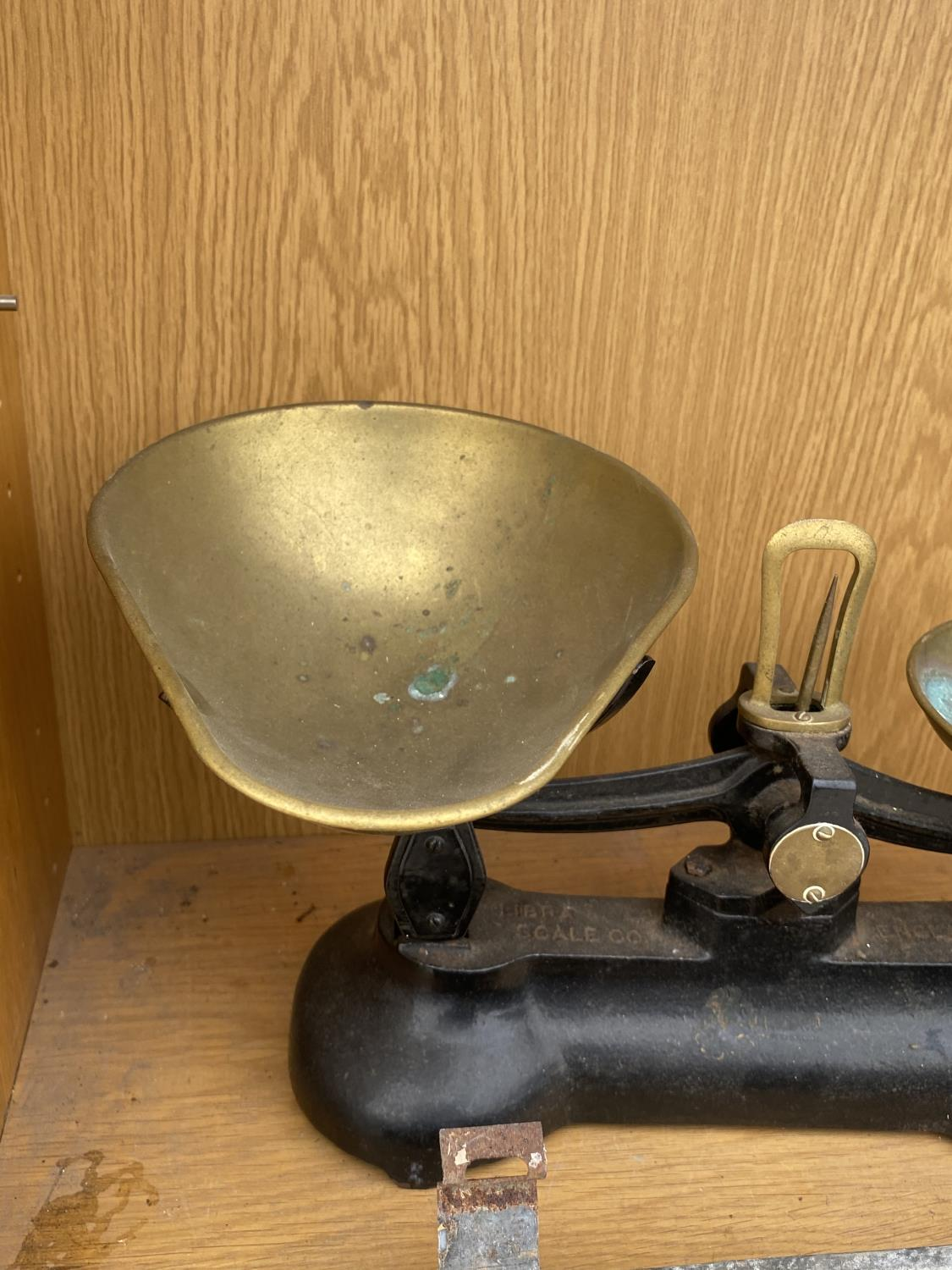 A PAIR OF BRASS KITCHEN SCALES - Image 3 of 4