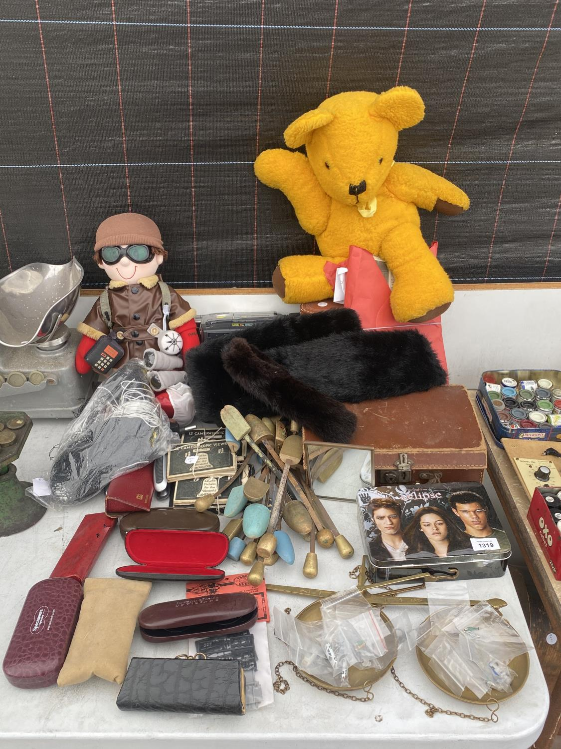AN ASSORTMENT OF ITEMS TO INCLUDE SHOE STRETCHERS, A PAIR OF BALANCE SCALES AND GLASSES CASES ETC