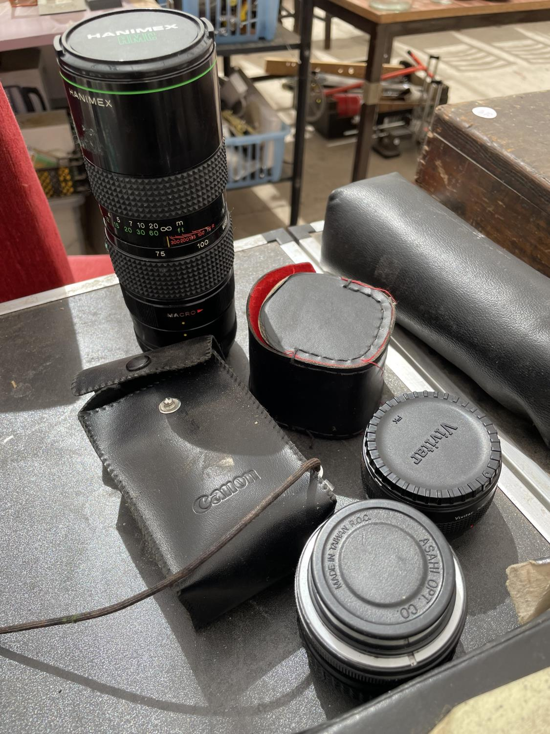 AN ASSORTMENT OF CAMERA EQUIPMENT TO INCLUDE HANIMEX AUTOZOOM LENS, OLYMPUS C10 CAMERA AND VIVITAR - Image 3 of 4