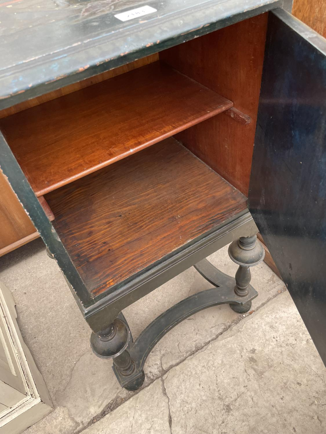 A 20TH CENTURY CHINOISERIE BEDSIDE CABINET ON OPEN BASE, WITH TURNED LEGS - Image 7 of 7