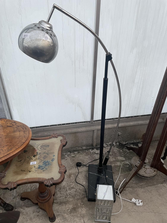 A MODERN CHROME ARC OVERREACH LAMP ON MARBLE BASE AND A CHANDELIER STYLE TABLE LAMP