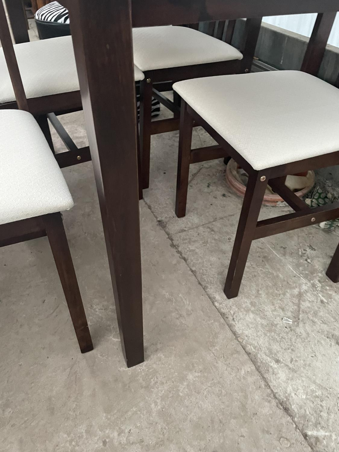 A MODERN DINING TABLE AND FOUR CHAIRS - Image 3 of 5