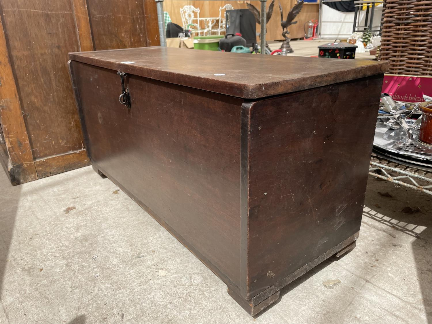 """A MAHOGANY GEORGE III STYLE SWORD CHEST 35"""" WIDE - Image 3 of 4"""